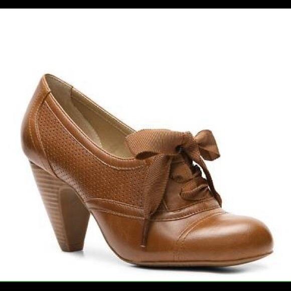 Crown Vintage Cherilyn Oxford Pump Heel 7.5